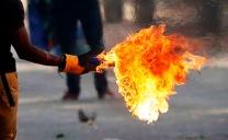 Dos Carabineros Resultan Con Quemaduras en Sus Rostros Producto de Bombas Molotov