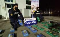 Armadas Sorprende a Colombiano Traficando Drogas en la Desembocadura Del Río Loa