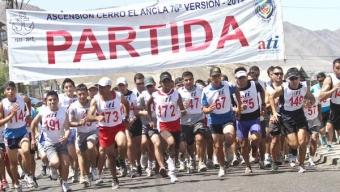 """MÁS DE 200 DEPORTISTAS SORTEARON EL DESAFÍO DE LA CARRERA AL CERRO """"EL ANCLA"""""""