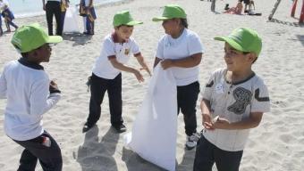 Forjadores Ambientales de la Región Participaron en Día Internacional  de la Limpieza de Playas