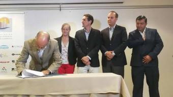 Asociación de Industriales de Mejillones Firma Protocolo de Monitoreo Integrado Participativo de la Bahía de Mejillones