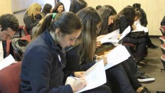 Estudiantes Organizan Seminario Basado en el Uso de Fármacos y Sus Efectos en el Cuerpo