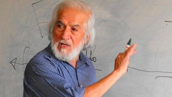En Antofagasta, Premio Nacional de Historia Gabriel Salazar Realiza Conversatorio Sobre Liderazgos Sociales Del Siglo XX en Chile y Sus Desafíos Contemporáneos