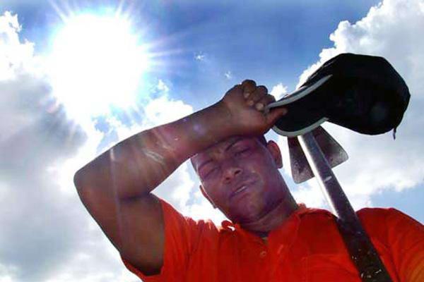 Resultado de imagen de trabajadores al aire libre con sol