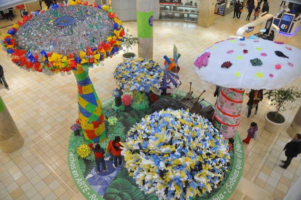 Mall plaza invita a los chilenos a comprometerse con el for Reciclaje para jardin