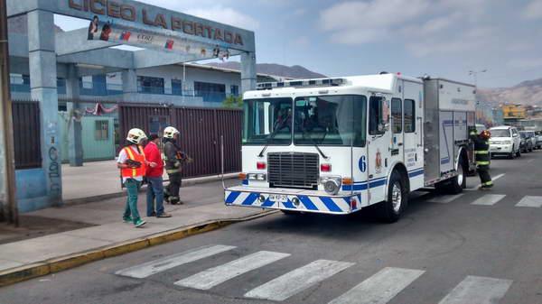 Liceo A 22 Y Sala Cuna Pedacito De Sol Evacuan Dependencias Por